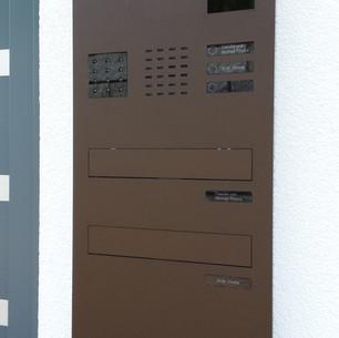 ERCOTEH Briefkasten Unterputz mit Busch & Jäger Kamera und Lautsprecher. Farbe Rostbraun