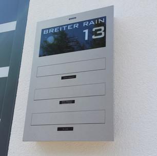 ERCOTEH Mauerdurchwurf-Briefkasten 3-Familien mit Legrand Bticino Kamera und Lautsprecher