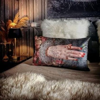 """""""Mano Poderosa"""" Cushion"""