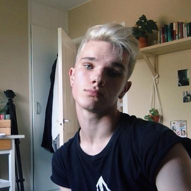 Alex, 19
