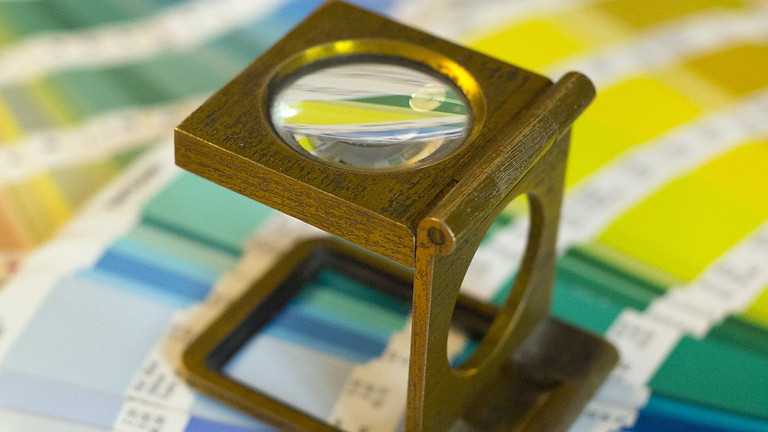 Création d'une collection colorée et de couleurs composées sur fibres protéiques en teinture naturelles