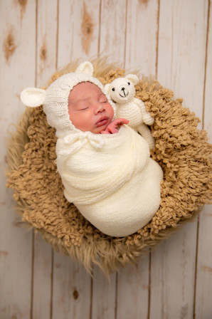 Newborn-2863_edited.jpg