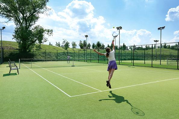 여성 봉사 테니스 공