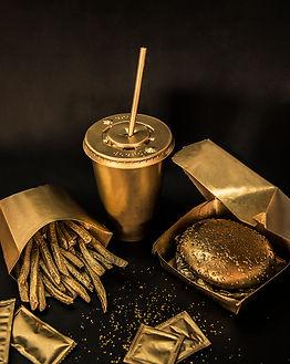 gold, dorado, fotografia, marcela facone, arte visual, consumismo, Arte, obra artistica, exposiciones, hamburguer, fries, cigarretes, mcdonals