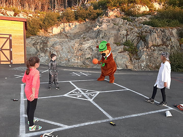 Playing four square