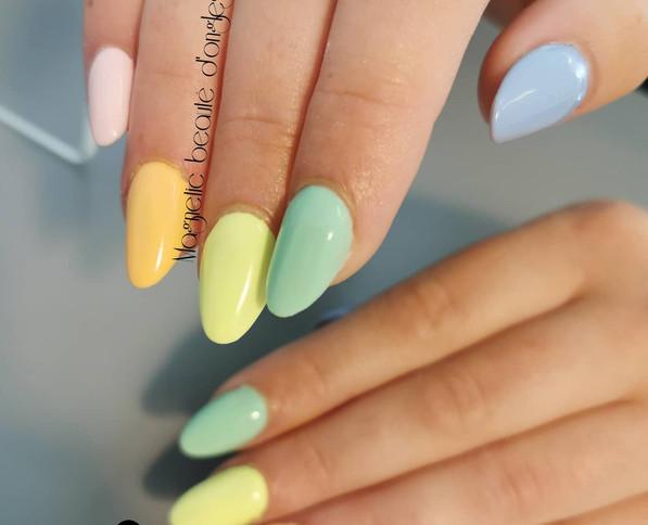 Pose complète couleurs pastels