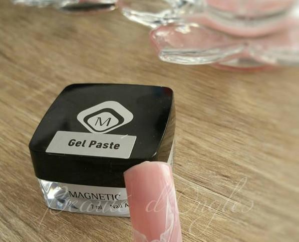 Gel paste Nail art Dentelle.jpg