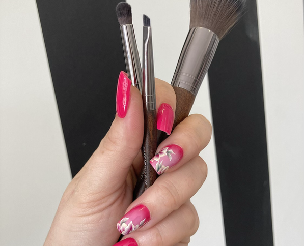 ongle rse et pinceau make up for ever