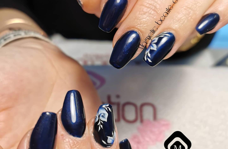 Manucure-bleu-one-stroke