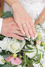 Mains du marié.jpg