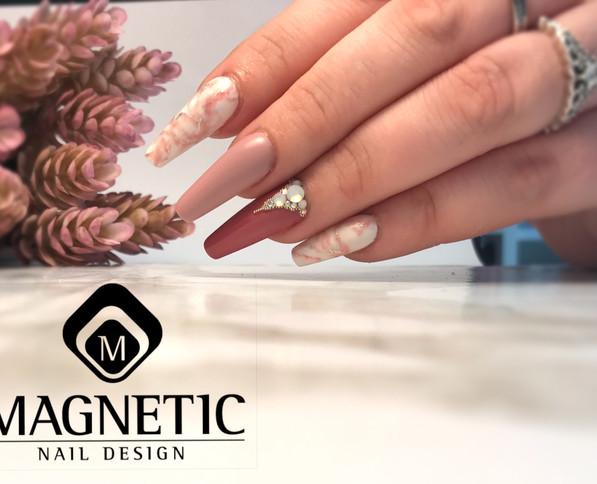 Nail art effet marbre rose poudré forme