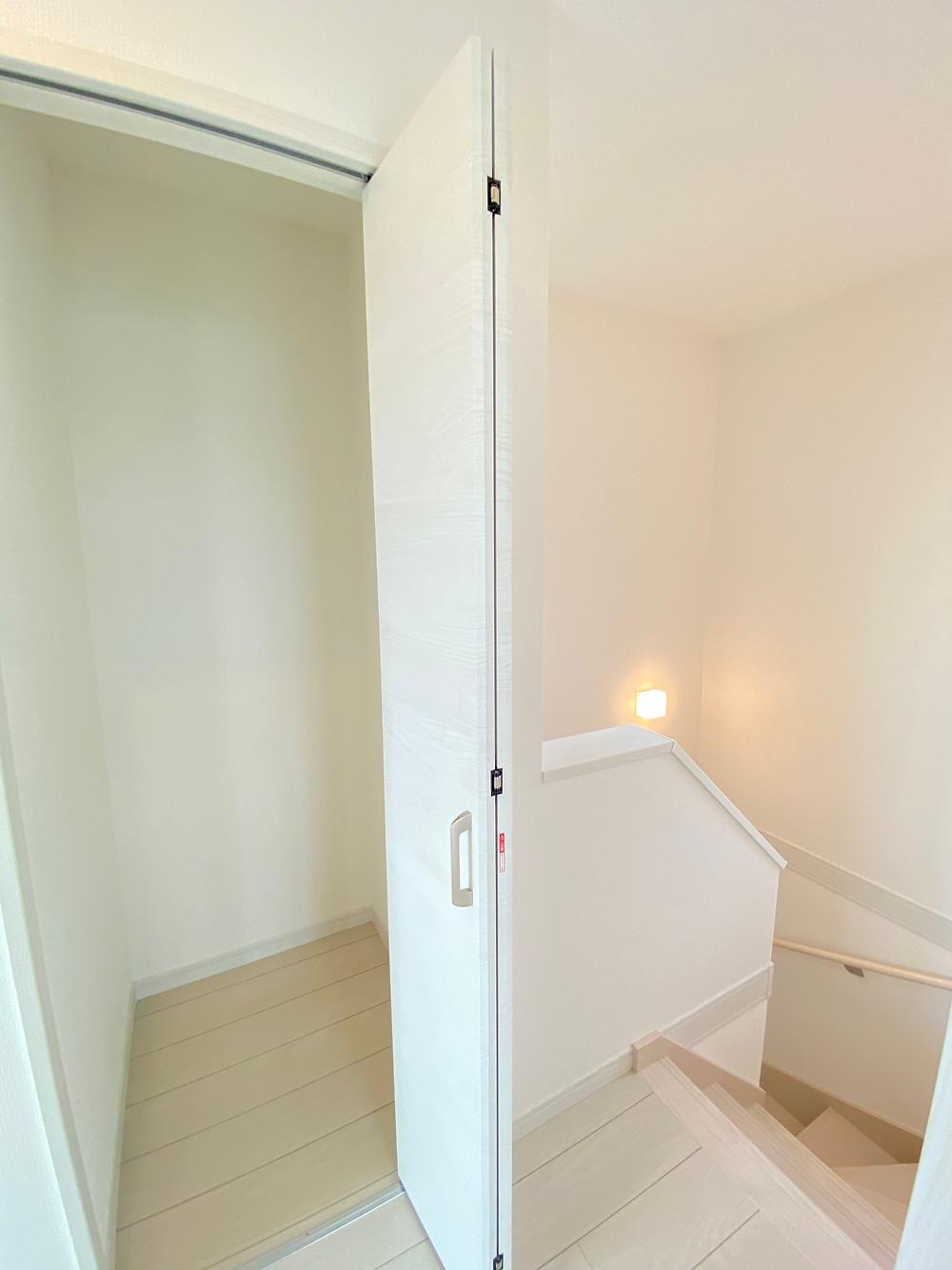 階段横収納