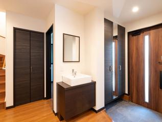 [横浜市]②玄関に使い勝手のよいセカンド洗面台は新しい住宅の形
