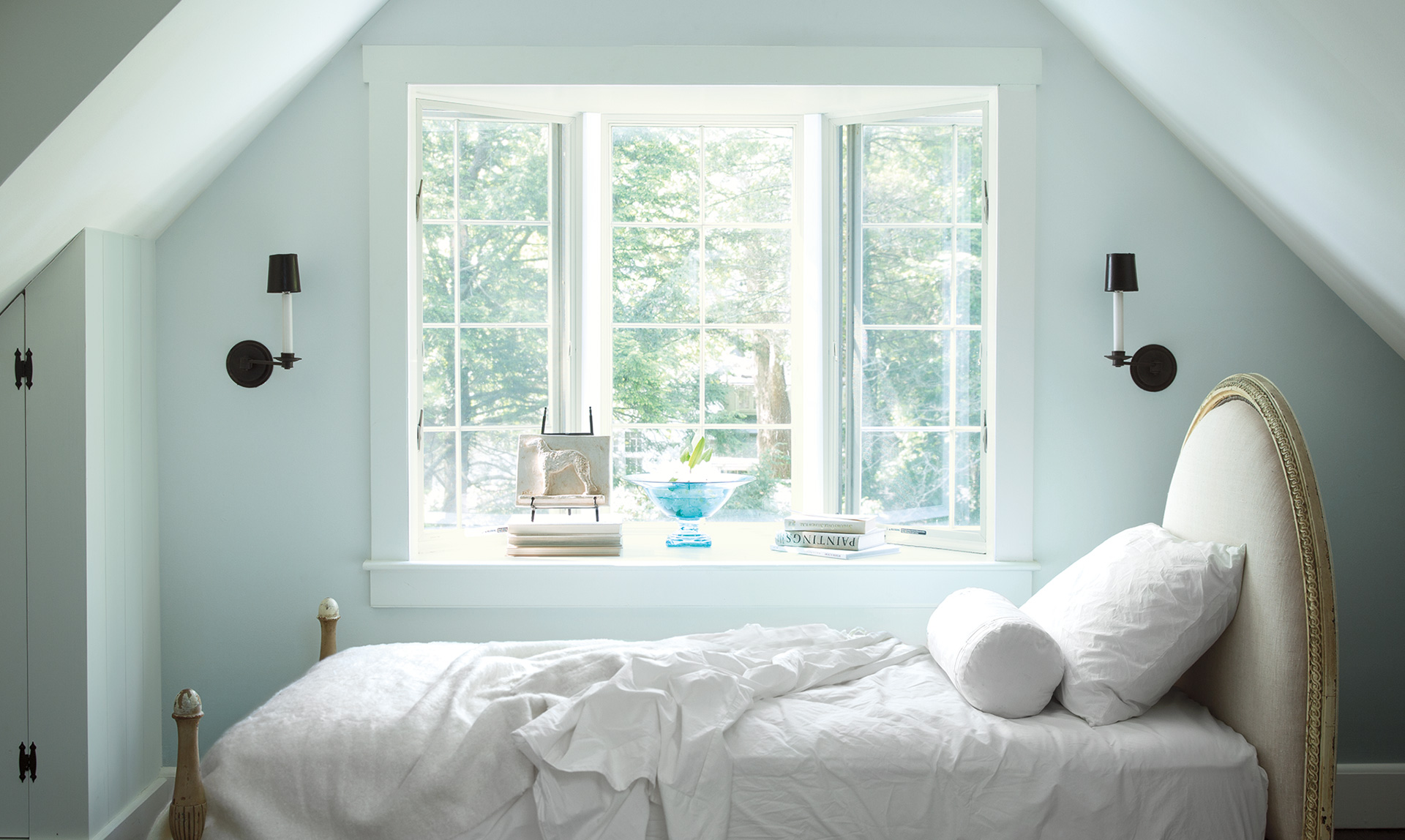 Benajmin Moore Home Inspiration Blue Bedroom