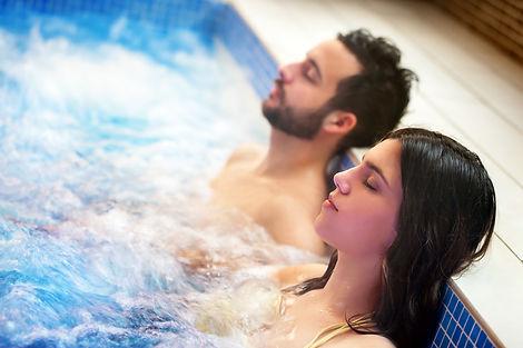 coppia nella spa.jpg