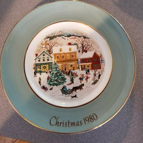 Christmas 1980 Plate Avon Holiday Collector Decorative Tree House Snow 8.5 inch