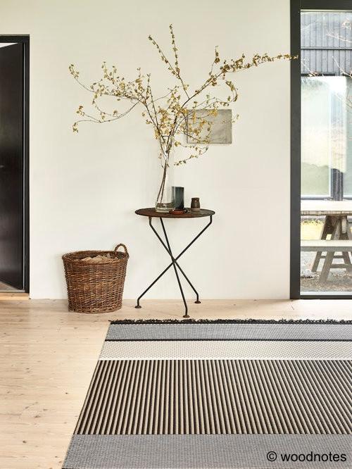 vakker stue, teppe i naturfarger
