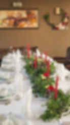 Dobrze zaprojektowana zastawa stołowa gwarantuje niepowtarzalną atmosferę w trakcie chrzcin w restauracji.