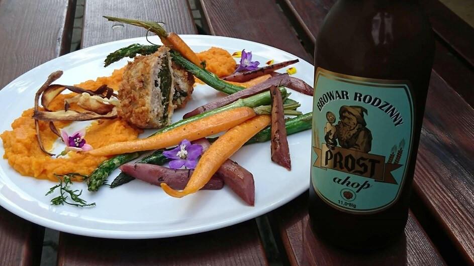 Rolada z królika i warzywa karmelizowane