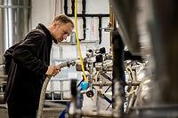 Produkcja piwa wymaga dużej uwagi w trakcie warzenia