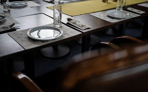 Bankietowa zastawa stołowa.