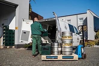 Przygotowywanie samochodu do zaopatrzenia sklepów, hoteli, punktów gastronomicznych w piwa.