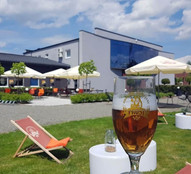 Nic tak nie smakuje latem, jak zimne piwo rzemieślnicze na świeżym powietrzu.