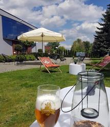 Przyjdź napić się piwa rzemieślniczego w nowo otwartym ogródku piwnym w Browarze PROST.