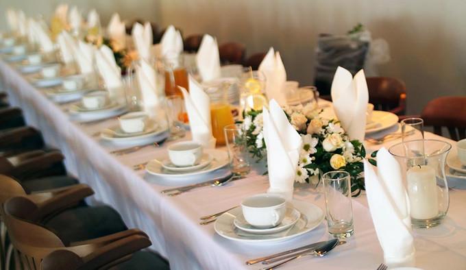 Elegancki stół weselny