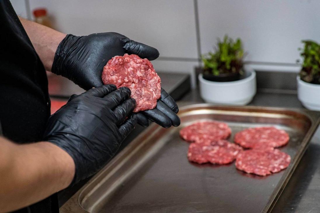 Własnoręcznie robione kotlety mięsne