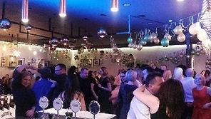 W trakcie imprezy będzie: doświadczony DJ, parkiet do tańca, duża ilość alkoholu oraz smaczne jedzenie!
