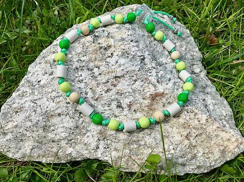EM Zecken Halskette mit Holzperlen in verschiedenen Grüntönen für Hunde