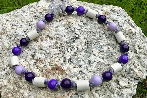 EM Zecken Halskette mit Holzperlen im Violettmix für Hunde