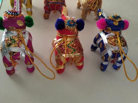 Des éléphants pour une école-orphelinat dédiée aux filles dans la région d'Odisha en Inde.
