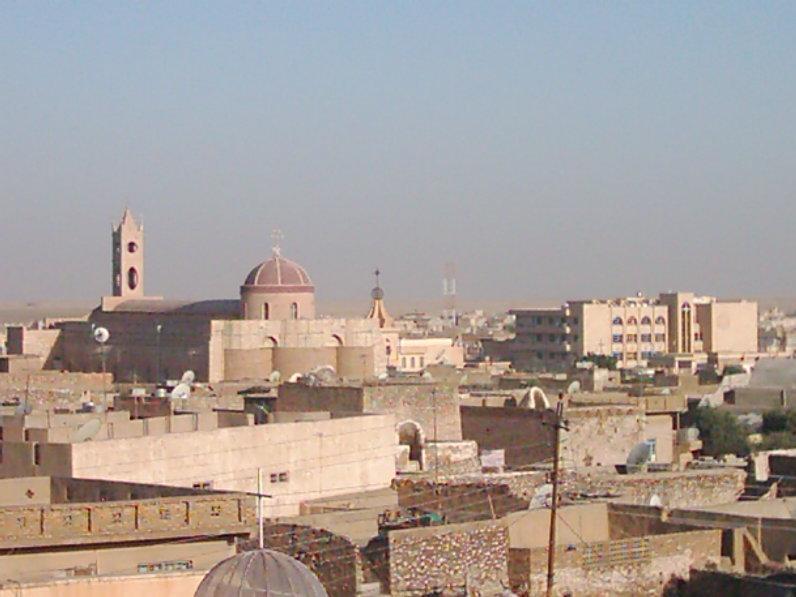 Vue de la ville de Qaraqosh d'où viennent Marseleya, Enas, Haneen et Mary. On aperçoit la cathédrale al-Tahira qui a été ravagée par l'Etat islamique