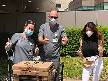 Inna delivering food to essential workers at Staten Island University Hospital