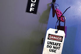 SMS038 - Lockout Tagout: When In Doubt, Lock and Tag It Out -  - Bloqueo Etiquetado
