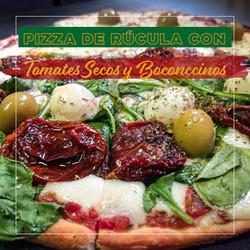 Pizza de Rúcula, Boconccinos y Tomates Secos - Puerto Pampa - Mar de las Pampas