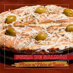 Pizza con Salmón y Masa al Nero di Seppia - Puerto Pampa - Mar de las Pampas