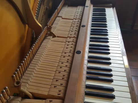 Steinway & Sons V-Klavier