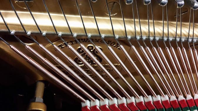 Neuer Bassbezug, original Steinway & Sons