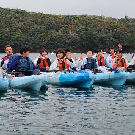佐須奈小学校、美津島北部小学校、乙宮小学校に、シーカヤックと、環境教育プログラムを体験していただきました。