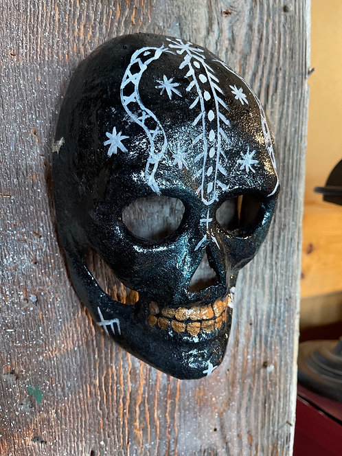 Skull mask decor