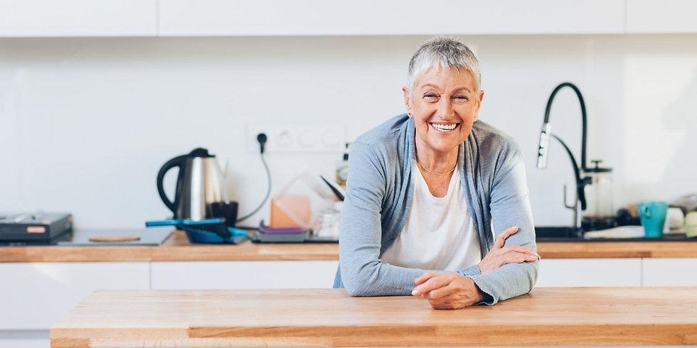 happy-senior-woman-in-the-kitchen-pictur