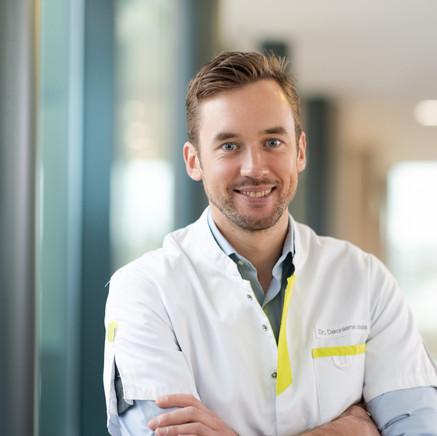 Dr. Jonas Decraene