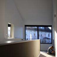 Wandgestaltung und Teppichbodenverlegung, Flur