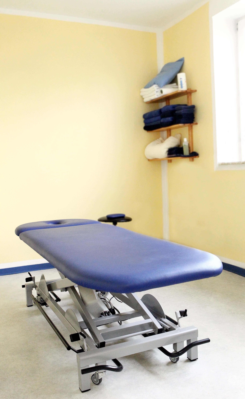 Physiotherapie Praxisraum mit Liege