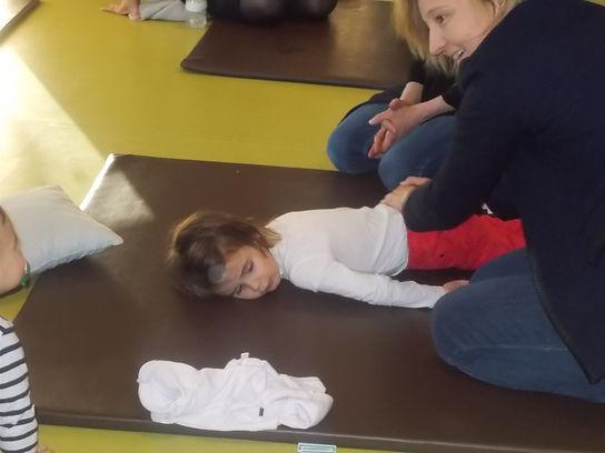 Atelier de kinésiologue dans le cadre du projet pédagogique sur La gestion des émotions de l'enfant