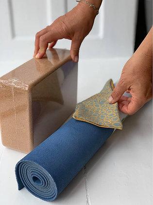 Yoga udstyr pakke. Måtte, klods og øjnepude