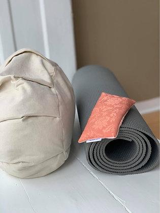 Hjemme Yoga pakke. Meditationspude, warriormåtte & øjnepude